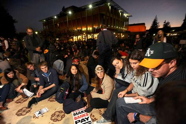 UC Berkeley students break into small groups to discuss future strategy for a protest against education cuts and corporate greed as part of an Occupy Cal demonstration on Tuesday, Nov. 15, 2011, in Berkeley, Calif. Photo: Noah Berger, Special To The Chronicle