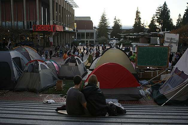 Tents in front of Sproul Hall in Berkeley, Calif.,  on Wednesday, November 16, 2011. Photo: Liz Hafalia, The Chronicle