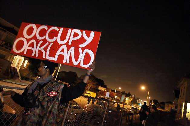 Melvin Keley holds the Occupy Oakland sign at the group's new camp at 18th and Linden Streets. A small group of about 30 Occupy Oakland protesters set up camp at a vacant lot at the corner of 18th and Linden Streets in Oakland, Calif., on Monday night, November 21, 2011. They expect more to join them. Photo: Carlos Avila Gonzalez, The Chronicle