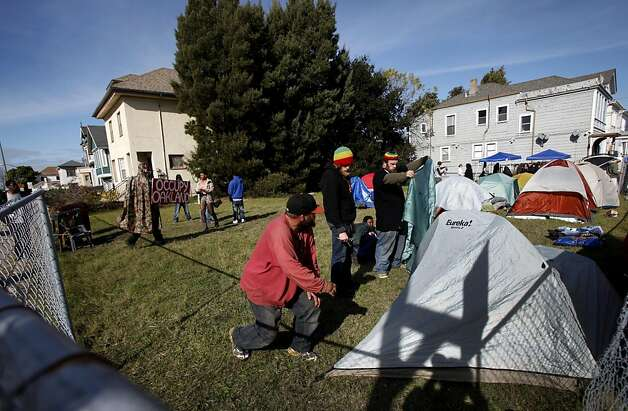 Occupy Oakland protestors set up a new encampment in the yard of a foreclosed home in Oakland, Calif., Tuesday, November 22, 2011. Photo: Sarah Rice, Special To The Chronicle