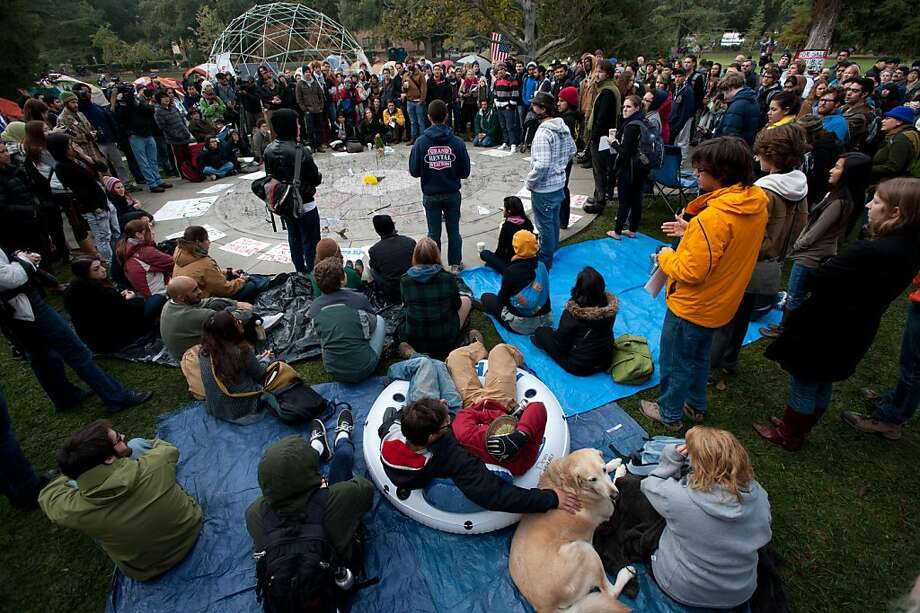 Protestors gathered on Tuesday, November 22, 2011, at the spot where police officers pepper-sprayed a group of students at the University of California, Davis in Davis, California. (Bryan Patrick/Sacramento Bee/MCT) Photo: Bryan Patrick, MCT
