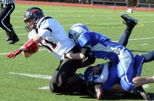 Fairfield Ludlowe vs. Fairfield Warde Thanksgiving day football game at Fairfield Ludlowe High School on Thursday, Nov. 24, 2011. Photo: Amy Mortensen / Connecticut Post Freelance