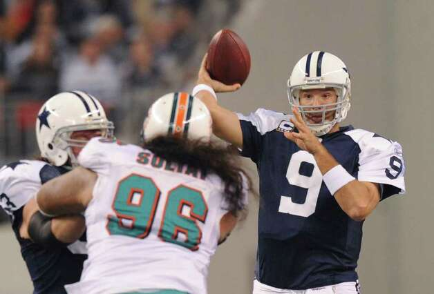 Dallas quarterback Tony Romo throws a screen pass during first-half NFL action against Miami at Cowboys Stadium on Thanksgiving Day, Nov. 24, 2011. BILLY CALZADA / gcalzada@express-news.net  Miami Dolphins at Dallas Cowboys Photo: BILLY CALZADA, Express-News / gcalzada@express-news.net