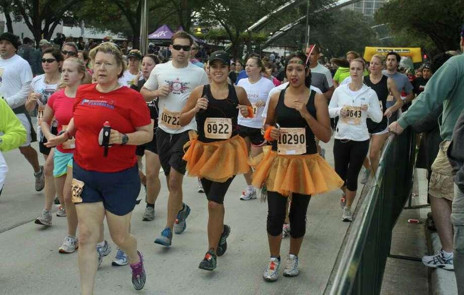 Runners participate in the 10K Run/Walk at the Turkey Trot fun run. Photo: Gary Fountain, For The Chronicle / Copyright 2011 Gary Fountain