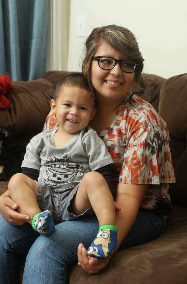Alma Perez — shown with her 22-month-old son, Ray — is a full-time college student. Photo: Gary Fountain / Copyright 2011 Gary Fountain