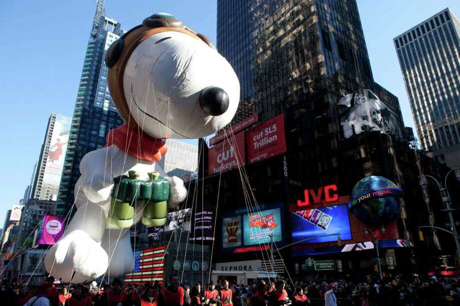 Snoopy Thanksgiving Float >> Thanksgiving on parade in NYC - Times Union