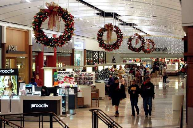 Shoppers look for Black Friday deals at North Star Mall on Friday, Nov. 25, 2011. Photo: HELEN L. MONTOYA, San Antonio Express-News / SAN ANTONIO EXPRESS-NEWS