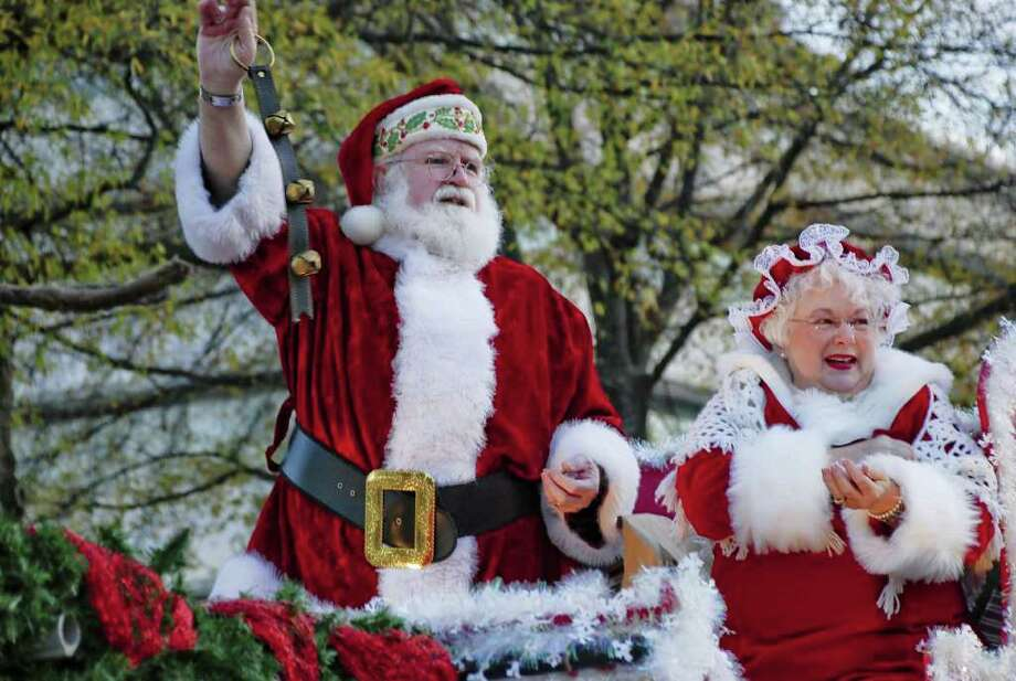 The Jolly Old Elf and Mrs. Elf are a favorite part of the Little Rock Christmas parade. Photo: Little Rock Convention And Visit / TRAVEL_NTR