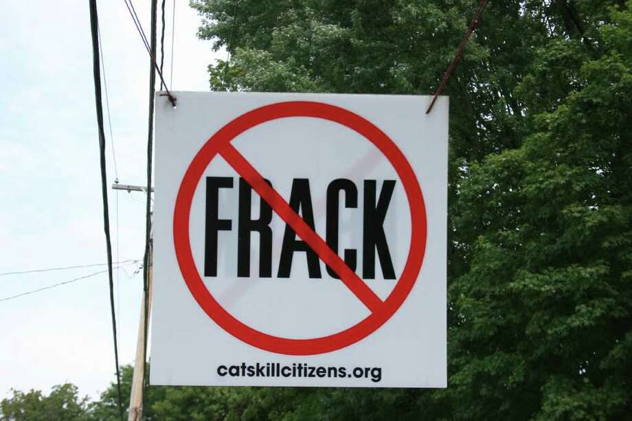 BILL MONTGOMERY : CHRONICLE  LOBBYING: In western New York state near the Pennsylvania border, signs bear witness to the  fight over allowing hydraulic fracturing, a process to extract natural gas. Photo: Bill Montgomery