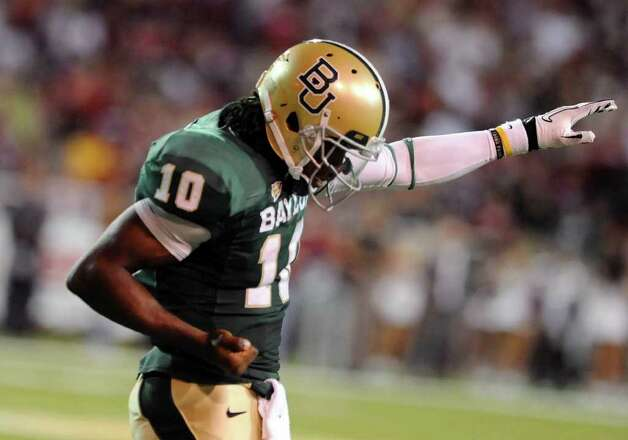 Baylor quarterback Robert Griffin III reacts to a Terrance Ganaway touchodwn over Oklahoma during an NCAA college football game, Saturday, Nov. 19, 2011, in Waco, Texas. Photo: AP