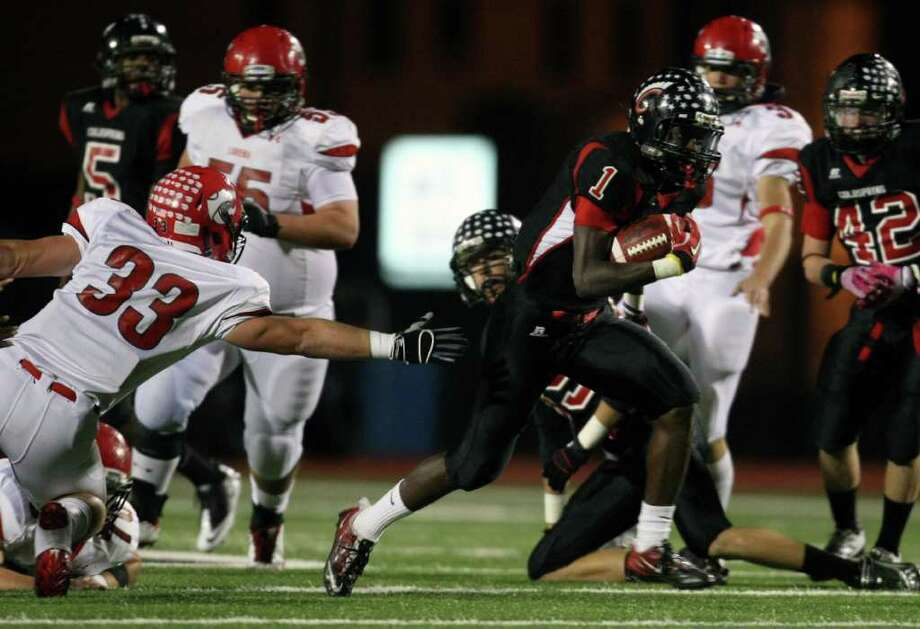 Coldspring's Sherman Gilbert (1) speeds past Lorena's Jakob Coker (33) en route to a 42-yard touchdown during the first half of their 3A Division II Region III semifinal, Friday, November 25, 2011 at Cubs Stadium in Brenham. Photo: Eric Christian Smith, For The Chronicle