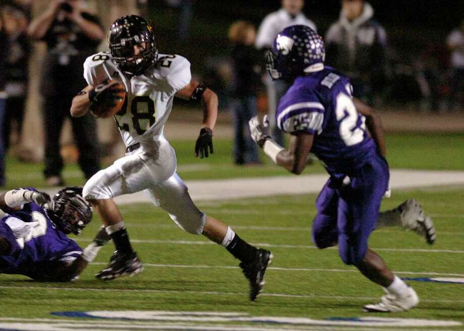 Angleton 55, Vidor 30Vidor's Celly Thomas runs the ball deep against the Wildcats at Galena Park Stadium Friday night. Photo: Guiseppe Barranco, Guiseppe Barranco/The Enterprise / The Beaumont Enterprise
