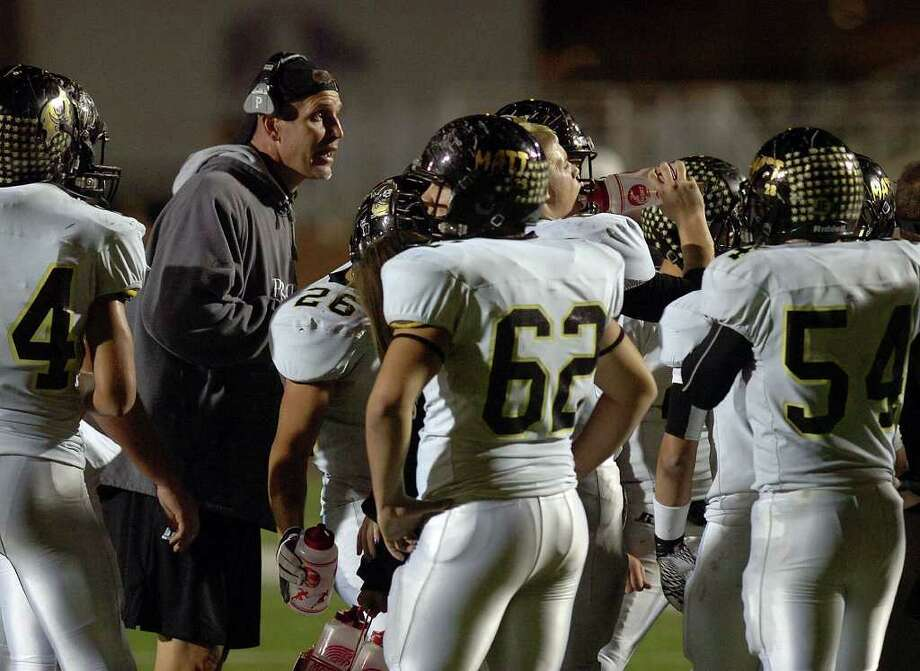 Vidor's Jeff Mathews talks to his players during a time out against the Wildcats at Galena Park Stadium Friday night.  Photo: Guiseppe Barranco, Guiseppe Barranco/The Enterprise / The Beaumont Enterprise