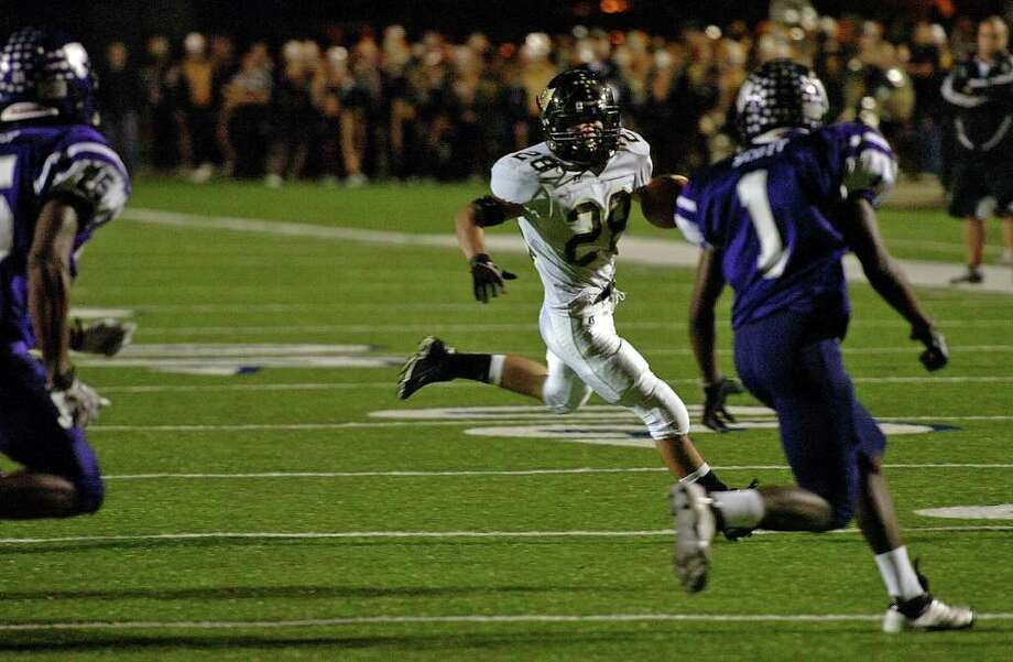 Vidor's Celly Thomas runs the ball deep against the Wildcats at Galena Park Stadium Friday night.  Photo: Guiseppe Barranco, Guiseppe Barranco/The Enterprise / The Beaumont Enterprise