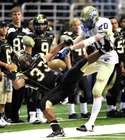 Daniel Brooks (33) of Port Lavaca Calhoun is unable to catch the ball as defensive back Josh Appel of Kerrville Tivy pushes him during Class 4A Region IV Division II regional playoff action at the Alamodome on Friday, Nov. 25 2011. BILLY CALZADA / gcalzada@express-news.net   Kerrville Tivy vs. Port Lavaca Calhoun Photo: BILLY CALZADA, Express-News / gcalzada@express-news.net
