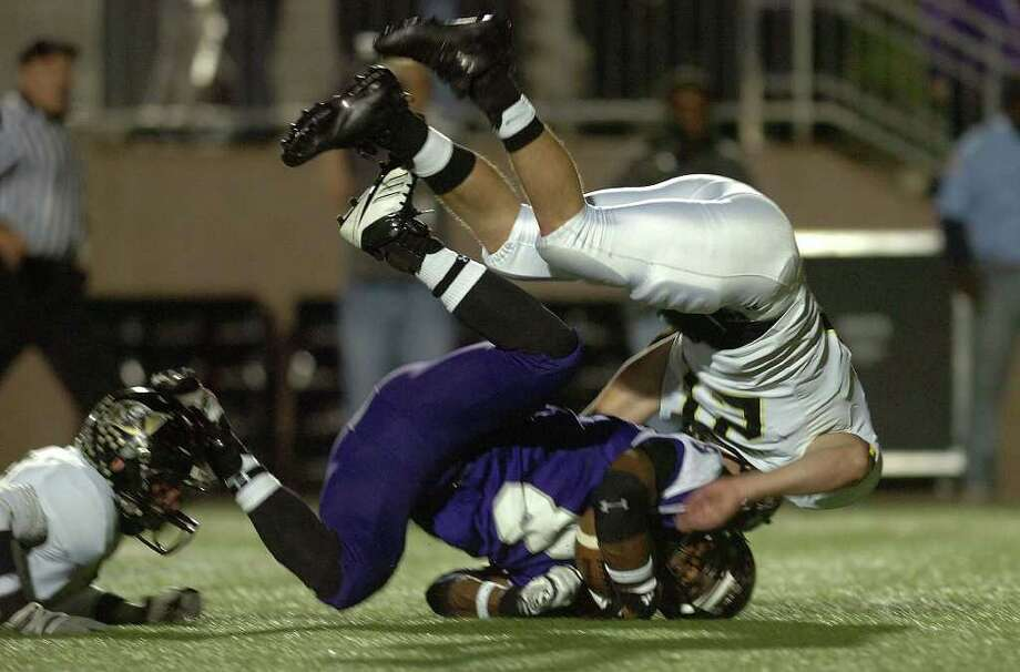 GUISEPPE BARRANCO: BEAUMONT ENTERPRISE ON TOP OF IT: Vidor defender Zach Smith, right, tackles an Angleton runner Friday night at Galena Park Stadium. Photo: Guiseppe Barranco / The Beaumont Enterprise