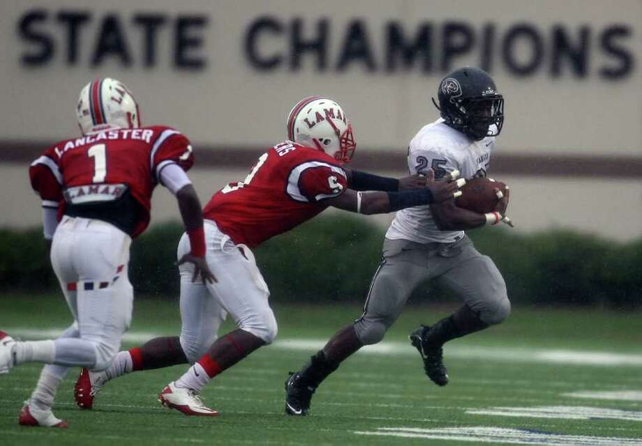 Pearland's Jackie Robinson (25) scampers past Lamar's Daniel Lopez (5) during the first half of the 5A Division I Region III semifinal, Saturday, November 26, 2011 at Galena Park Stadium in Houston. Photo: Eric Christian Smith, For The Chronicle