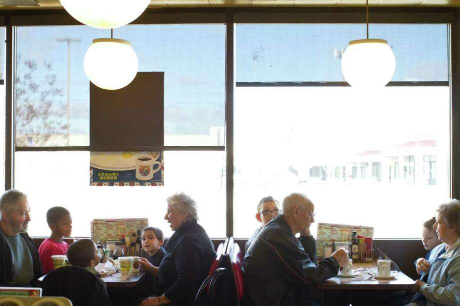 T. LYNNE PIXLEY : NEW YORK TIMES REGULARS: Dora and Bob Strother, left, eat with their grandchildren at the Waffle House in Stone Mountain, Ga., where they enjoy breakfast several times a week. They say the recent string of robberies and other bad press at Waffle Houses won't keep them away. Photo: T. LYNNE PIXLEY / NYTNS