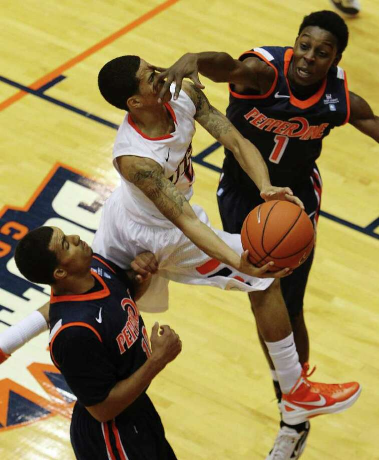 UTSA's Michael Hale, III (05) gets a hand to the face by Pepperdine's Jordan Baker (01) in men's college basketball at UTSA on Saturday, Nov. 26, 2011. UTSA loses to Pepperdine, 64-70, in overtime. Photo: KIN MAN HUI, ~ / SAN ANTONIO EXPRESS-NEWS