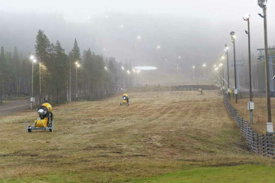 JANNE KOSKENNIEMI : ASSOCIATED PRESS NO PLACE TO SKI: The grassy, snowless competition ski slope in Levi, Finland, is seen on Nov. 3 before the World Cup Alpine skiing races were moved to Austria. Photo: Janne Koskenniemi / Lehtikuva