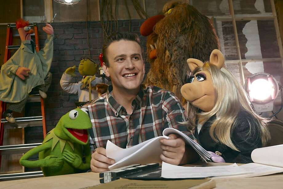 """In this film publicity image released by Disney, Jason Segel is shown with muppet characters Kermit the Frog, left, and Miss Piggy, in a scene from """"The Muppets."""" (AP Photo/Disney Enterprises, Andrew Macpherson) Photo: Andrew Macpherson, AP"""