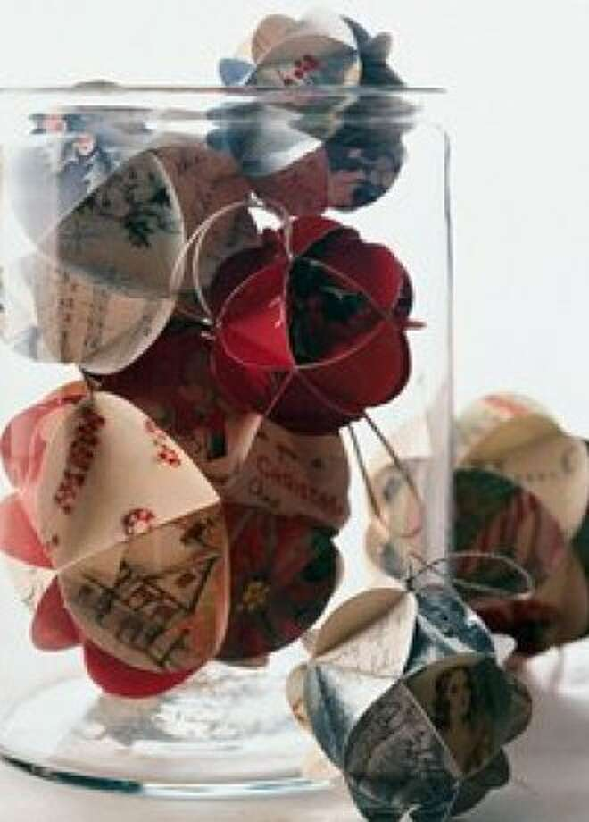 Paper craft ornamen Photo: TechShop