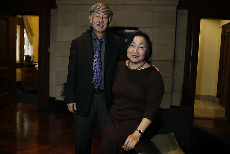 Oakland's new mayor Jean Quan and her husband Floyd Huen at the mayor's office in Oakland, Calif., on Wednesday, December 29, 2010.   Ran on: 01-02-2011 Oakland Mayor-elect Jean Quan, with husband Floyd Huen, plans to continue her community organizing in her new role. Photo: Liz Hafalia, The Chronicle