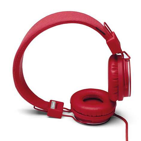 The Plattan Plus headphones are collapsible and feature a fabric cord that doesn't tangle and an extra jack for plugging in other earphones.   Ran on: 11-13-2011 Photo caption Dummy text goes here. Dummy text goes here. Dummy text goes here. Dummy text goes here. Dummy text goes here. Dummy text goes here. Dummy text goes here. Dummy text goes here.###Photo: gear13_ph10###Live Caption:The Plattan Plus headphones are collapsible and feature a fabric cord that doesn't tangle and an extra jack for plugging in other earphones.###Caption History:The Plattan Plus headphones are collapsible and feature a fabric cord that doesn't tangle and an extra jack for plugging in other earphones.###Notes:###Special Instructions: Photo: Urbanears