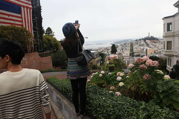 Yu Ching Ho of Arkansas takes a photo from the top of Lombard Street at Hyde on Friday, November 25, 2011 in San Francisco, Calif. Photo: Lea Suzuki, The Chronicle
