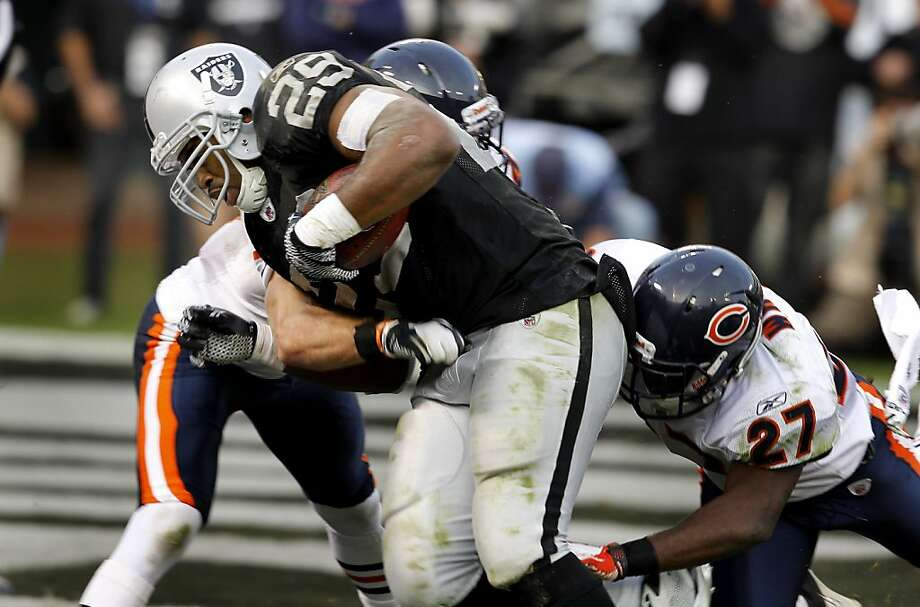 Michael Bush went in for the only Raider touchdown of the game. The Oakland Raiders defeated the Chicago Bears 25-20 at O.co Coliseum Sunday November 27, 2011. Photo: Brant Ward, The Chronicle