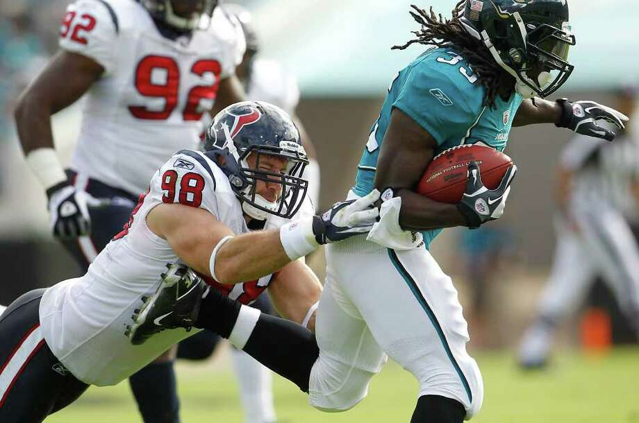 Karen Warren photos: Chronicle DOMINANT: Texans outside linebacker Connor Barwin (98) reaches out to tackle Jaguars running back Deji Karim on Sunday. Barwin finished the game with a career-high 10 tackles. Photo: Karen Warren / © 2011 Houston Chronicle