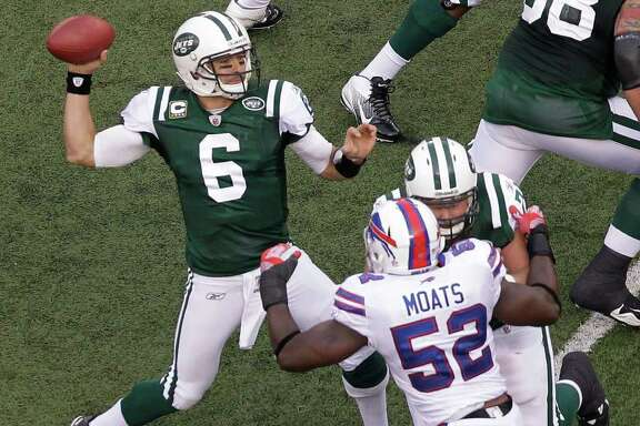 New York Jets quarterback Mark Sanchez (6) throws a touchdown pass to Plaxico Burress as Buffalo Bills linebacker Arthur Moats (52) works against a blocker during the second quarter of an NFL football game Sunday, Nov. 27, 2011 in East Rutherford, N.J. (AP Photo/Julio Cortez)