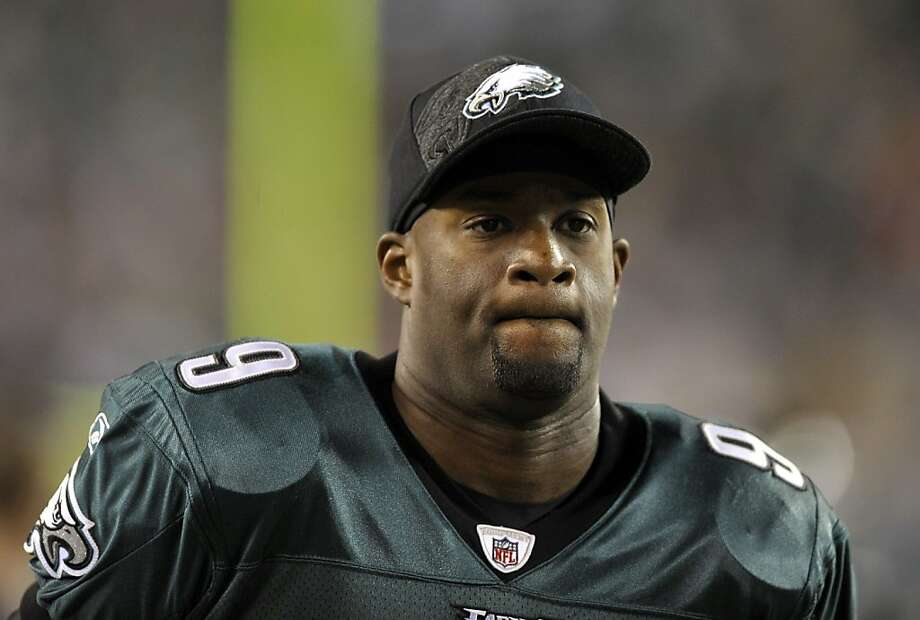 Philadelphia Eagles quarterback Vince Young walks on the sidelines during the first half of an NFL football game New England Patriots Sunday, Nov. 27, 2011 in Philadelphia. (AP Photo/Michael Perez)  Ran on: 11-28-2011 Vince Young Photo: Michael Perez, AP