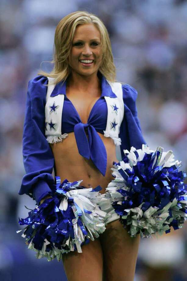 IRVING, TX - NOVEMBER 19:  A Dallas Cowboys cheerleader performs during the game against the Indianapolis Colts at Texas Stadium on November 19, 2006 in Irving, Texas. The Cowboys defeated the Colts 21-14. Photo: Ronald Martinez, Getty Images / 2006 Getty Images