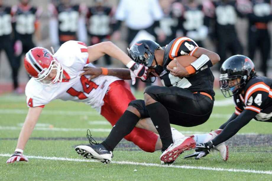 Stamford High School bests New Canaan High School 36 - 29 in varsity football in Stamford, CT on Sat., Nov. 5, 2011. Photo: Shelley Cryan / Shelley Cryan freelance; Stamford Advocate freelance