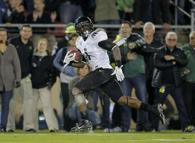 Oregon's Josh Huff (1) looks back with no one around on a 72 yard touchdown run in the third quarter,  as the Stanford Cardinal go on to lose to the  Oregon Ducks 53-30 at Stanford Stadium, on Saturday November 12, 2011 in Palo Alto, Ca. Photo: Michael Macor, The Chronicle