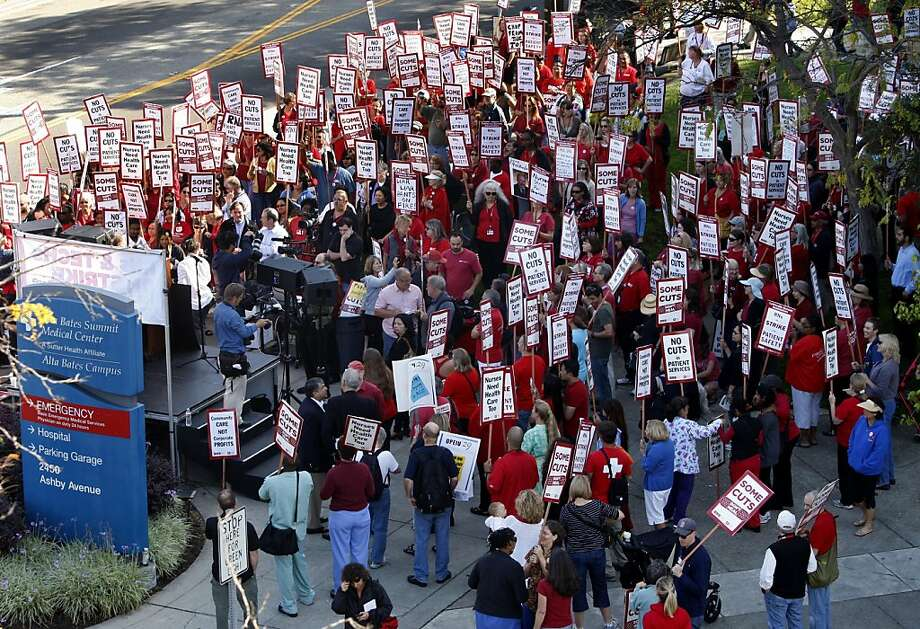 Hundreds of nurses staging a one-day strike gather for a rally in front of Alta Bates Summit Medical Center in Berkeley, Calif. on Thursday, Sept. 22, 2011. Photo: Paul Chinn, The Chronicle