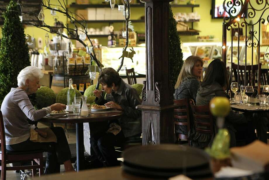 Sharon Gordon (far left) and Margaret Menke (left center) have lunch at Fresh by Lisa Hemenway in Santa Rosa, Calif., on Friday, April 15, 2011. Photo: Thomas Levinson, The Chronicle