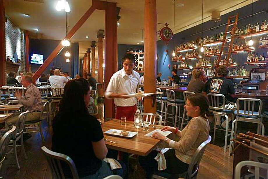 Martin's West Gastropub as dinner is being served in Redwood City, Calif., on Thursday, November 4, 2010. Photo: Liz Hafalia, The Chronicle
