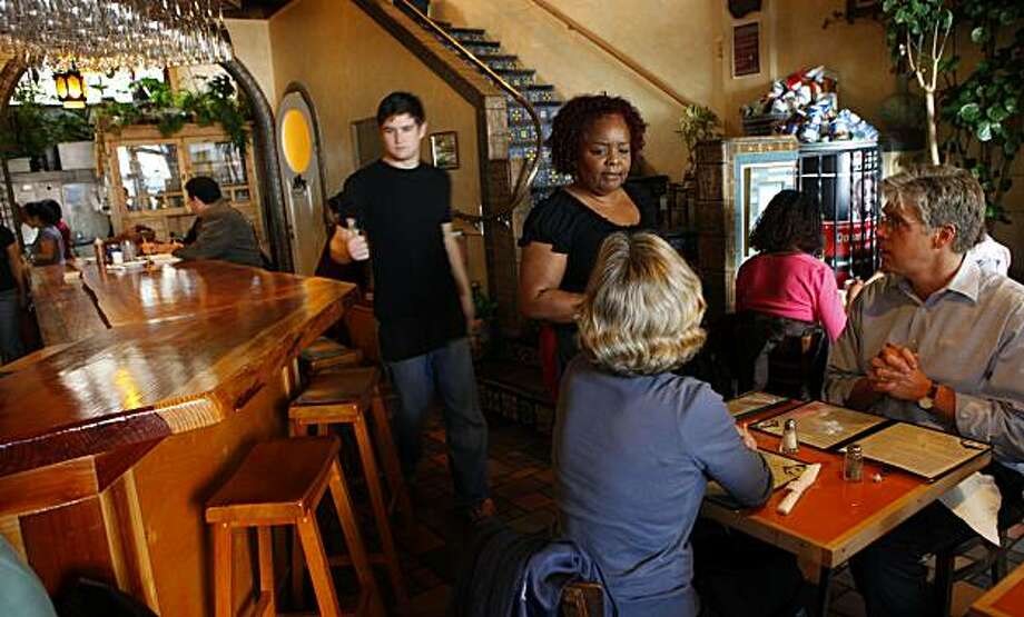 People enjoy lunch at the Spice Monkey Thursday Dec. 3, 2009, in Oakland, Calif. Photo: Lacy Atkins, The Chronicle