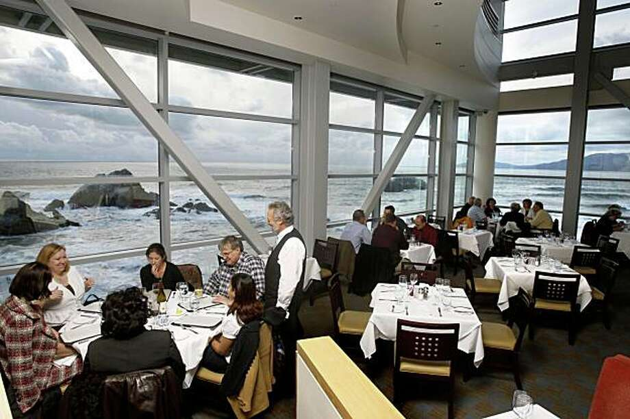 The dining room at Sutro's restaurant at the Cliff House, in San Francisco, Calif., on March 4, 2009. Photo: Craig Lee, The Chronicle
