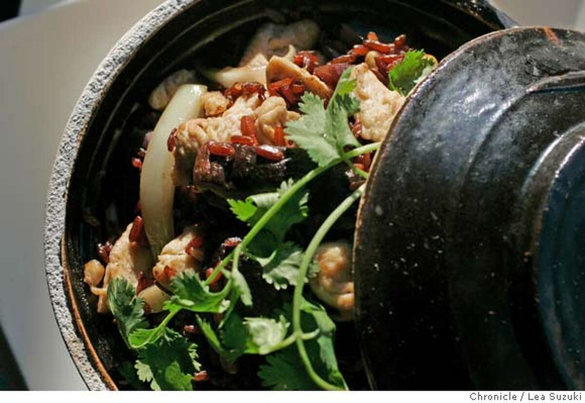 � d.01_osha_0117_ls.JPG Clay Pot Chicken at Osha Thai Restaurant & Bar at 2033 Union Street in San Francisco. Photo taken on 061007 in San Francisco, CA. Photo by Lea Suzuki/ The Chronicle ()cq MANDATORY CREDIT FOR PHOTOG AND SF CHRONICLE/NO SALES-MAGS OUT.
