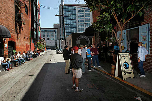 Little Skillet customers line up to order and eat in the alley way from this takeaway spot that serves southern favorites on Ritch alley in San Francisco, Calif., on August 7, 2009.    Ran on: 08-20-2009 Little Skillet customers line up to order and eat in the alley way from this takeaway spot that serves southern favorites on Ritch alley in San Francisco. Photo: Frederic Larson, The Chronicle / SFC