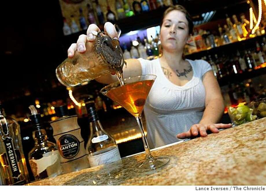 Bartender Suzanne Miller pours a Mua Manhattan. OaklandFriday, Nov. 28, 2008. Photo: Lance Iversen, The Chronicle