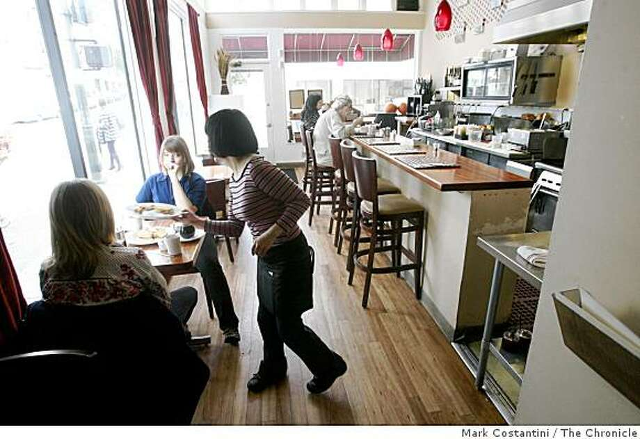 Interior of the Nob Hill Grille is photographed in San Francisco, Calif., on Monday,  November 3, 2008 Photo: Mark Costantini, The Chronicle