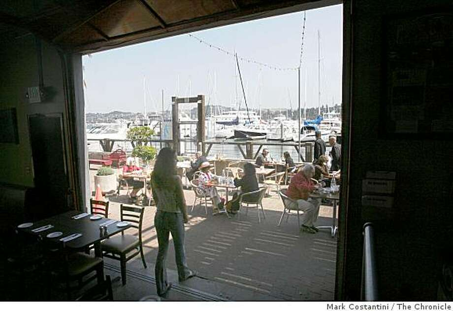 People have lunch outdoors at Le Garage, which is on the harbor in Sausalito, Calif. on Wednesday, September 10, 2008. Photo: Mark Costantini, The Chronicle