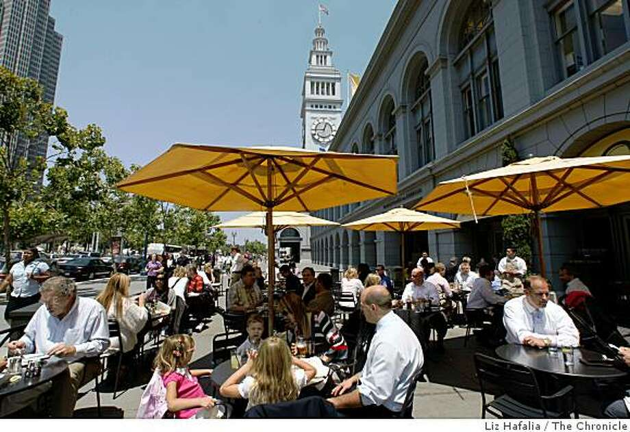 Market Bar's outdoor patio at the Ferry Building in San Francisco, Calif., during the lunch hour on Thursday, July 24, 2008. Photo by Liz Hafalia/The Chronicle Photo: Liz Hafalia, The Chronicle