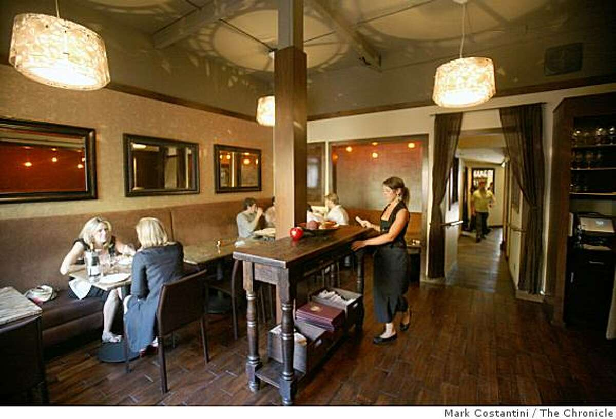 Diners in a dining room at Bin 38 in San Francisco, Calif., on July 9, 2008. Photo by Mark Costantini / The Chronicle