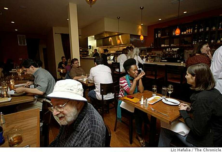 Patrons enjoy dinner at Bellanico restaurant during in Oakland, Calif., on Thursday, July 10, 2008.   Photo by Liz Hafalia/The Chronicle Photo: Liz Hafalia, The Chronicle