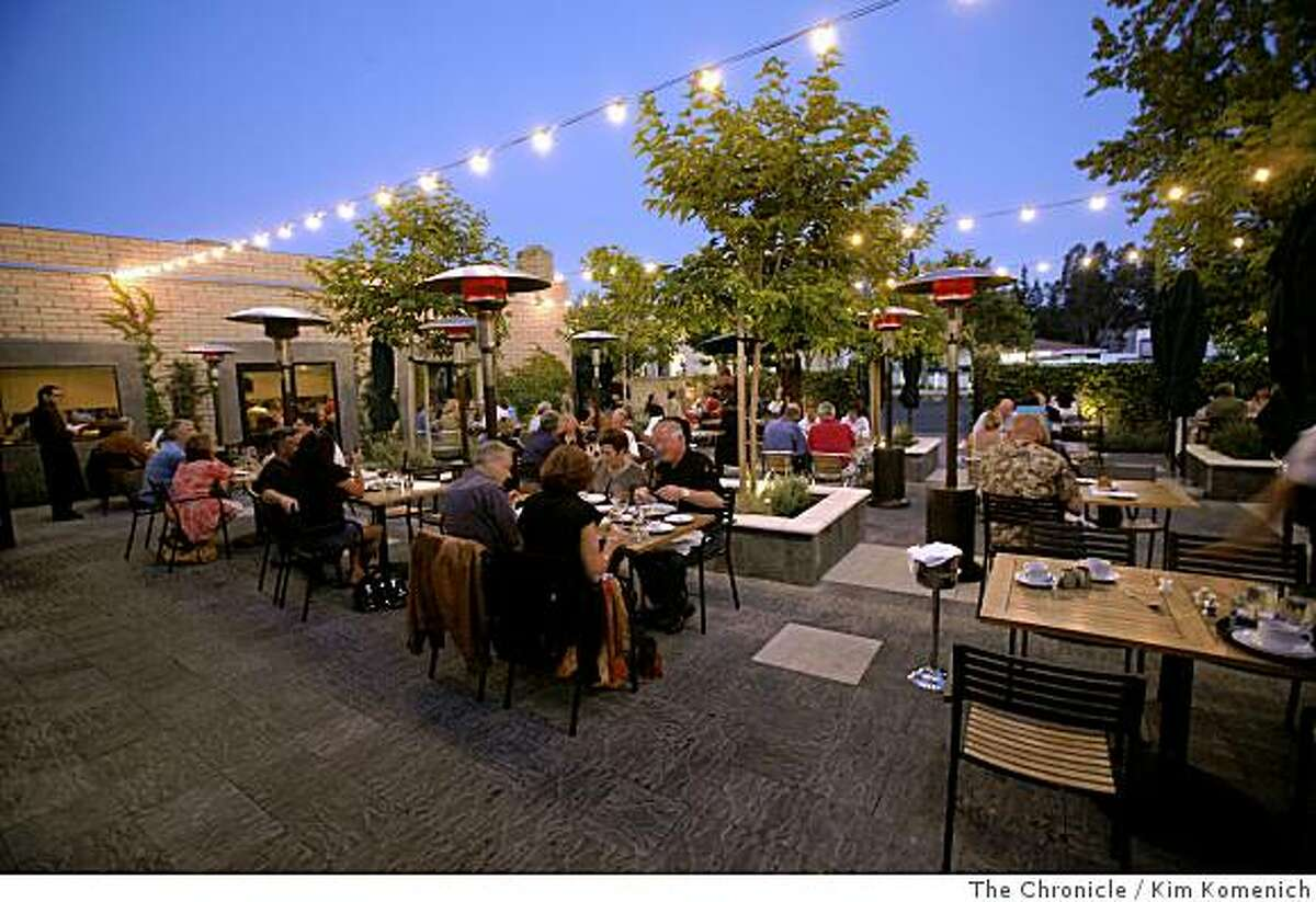 Patrons dine in the patio area at the Metro Lafayette restaurant in Lafayette, Calif., on Saturday, June 7, 2008.Photo by Kim Komenich / The Chronicle
